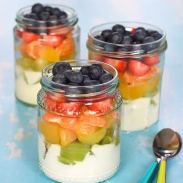 Cute and easy rainbow fruit salad in a jar - fun healthy recipe for kids