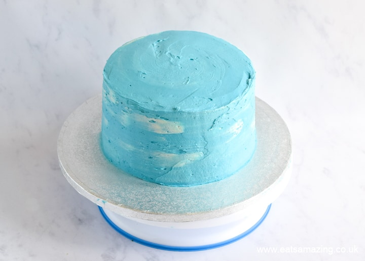 How to make a rainbow cake - blue and white clouds sky effect buttercream