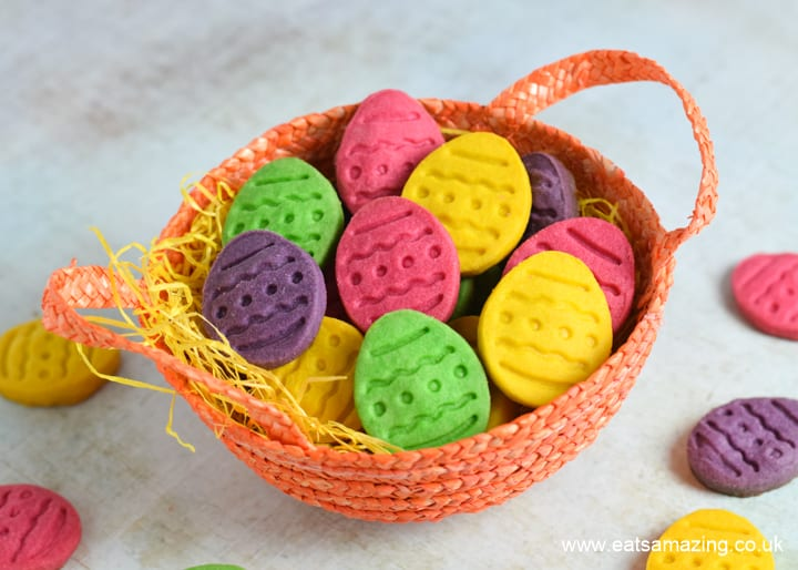 How to make easy Easter shortbread cookies - these fun egg cookies are perfect for Easter gifts and treats