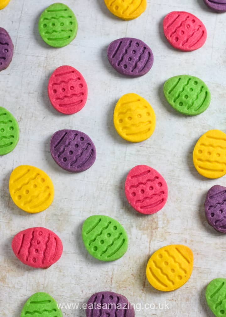 Super easy Easter Egg cookies - these bright and colourful Easter cookies are perfect for Easter gifts and treats