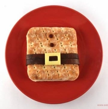 Fun Santa sandwich idea with Hovis Sandwich Thins - kids will love this easy creative sandwich idea!