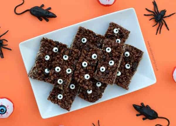 Monster rice crispy treats recipe - these fun treat bars are great for cooking with the kids - fun Halloween food idea from Eats Amazing UK