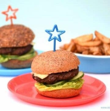 Really easy homemade burgers recipe - so easy a child can make them - with free child friendly printable recipe sheet from Eats Amazing UK