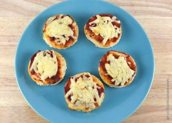 Really easy pizza recipe from Eats Amazing UK with 5 quick pizza ideas kids will love